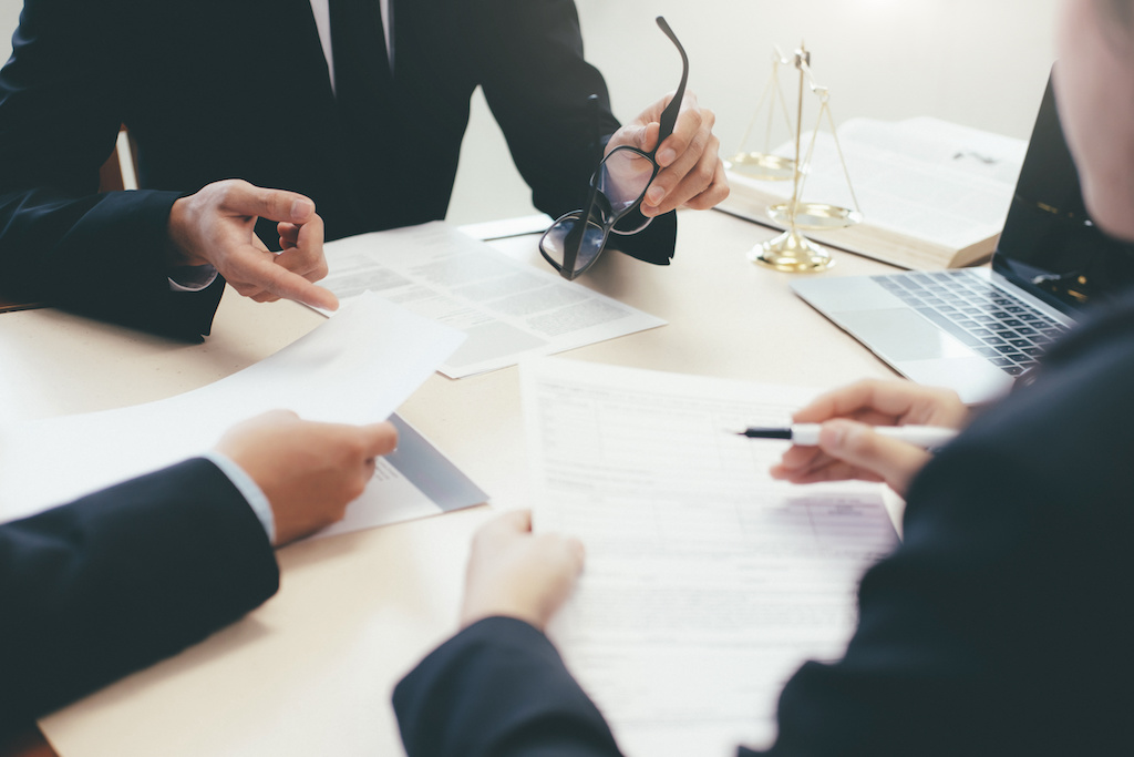Hire the Best Contract Attorneys: 5 Questions to Ask Appearance Counsel Vendors